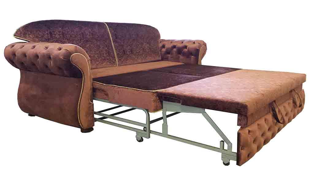 красный мягкий диван
